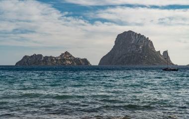Punkty-widokowe-na-Ibizie-Punta-Galera-Cala-dHort-oraz-tajemnicza-Es-Vedrá-1