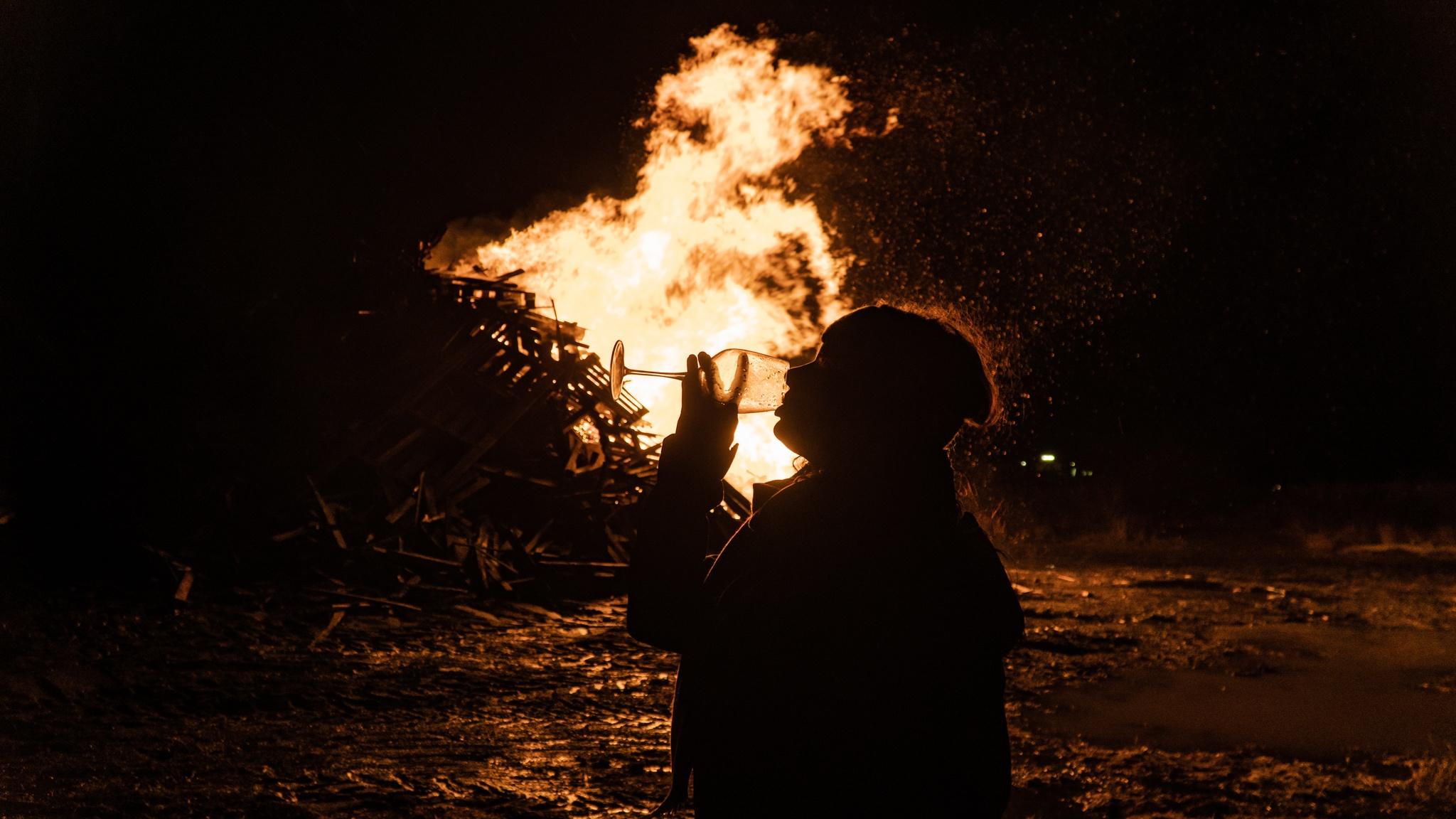 Sylwester w Reykjaviku: Noworoczne ogniska, Áramótaskaup i Fajerwerkowy szał